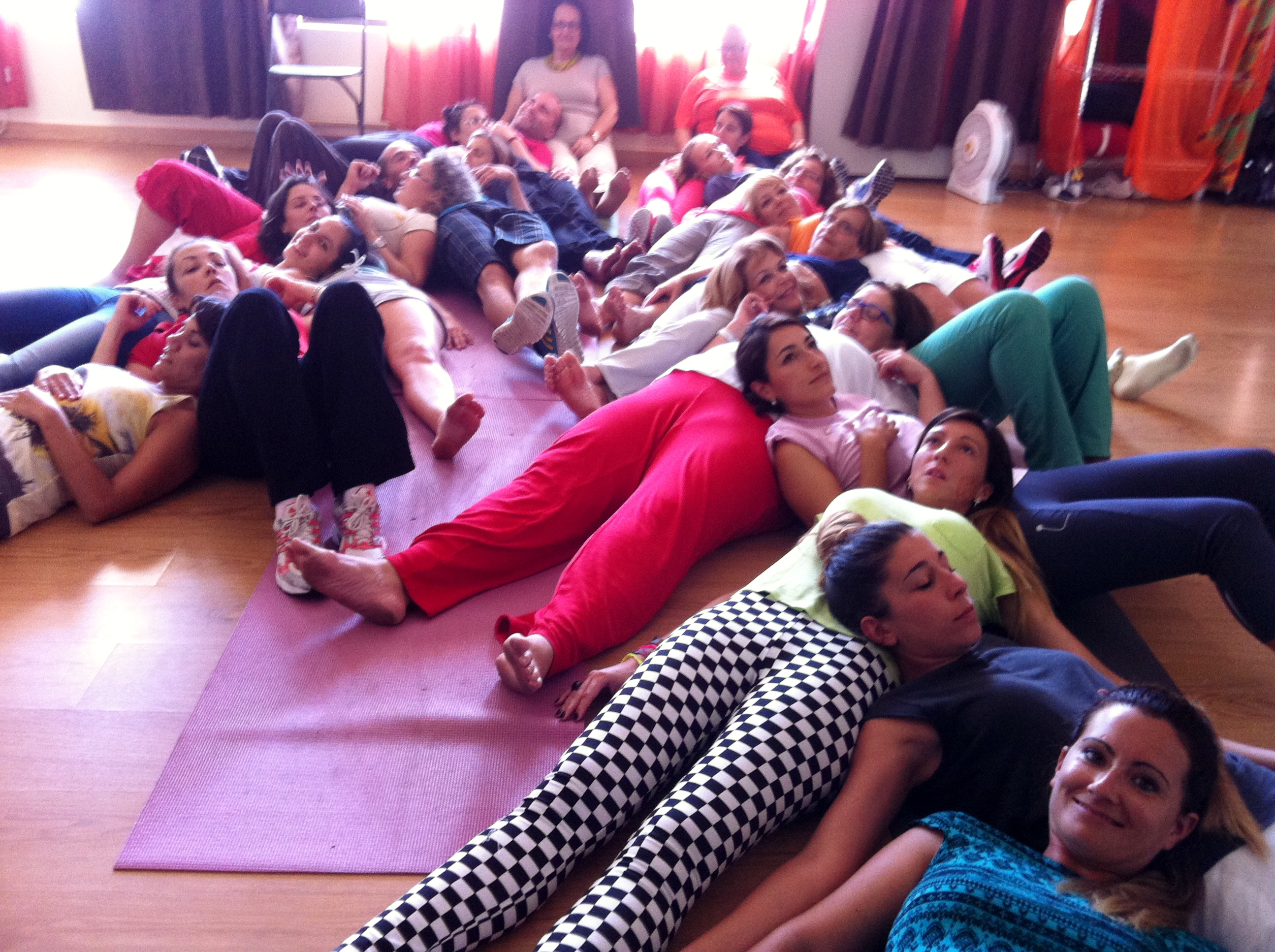 Técnica grupal en un taller de Risoterapia en Las Palmas de Gran Canaria